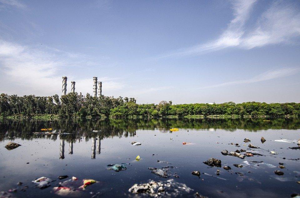 mari e fiumi contaminati