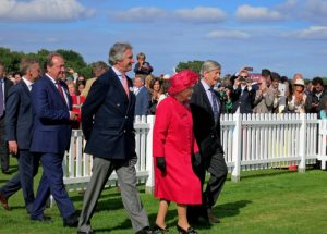 la regina elisabetta dice addio alle pellicce